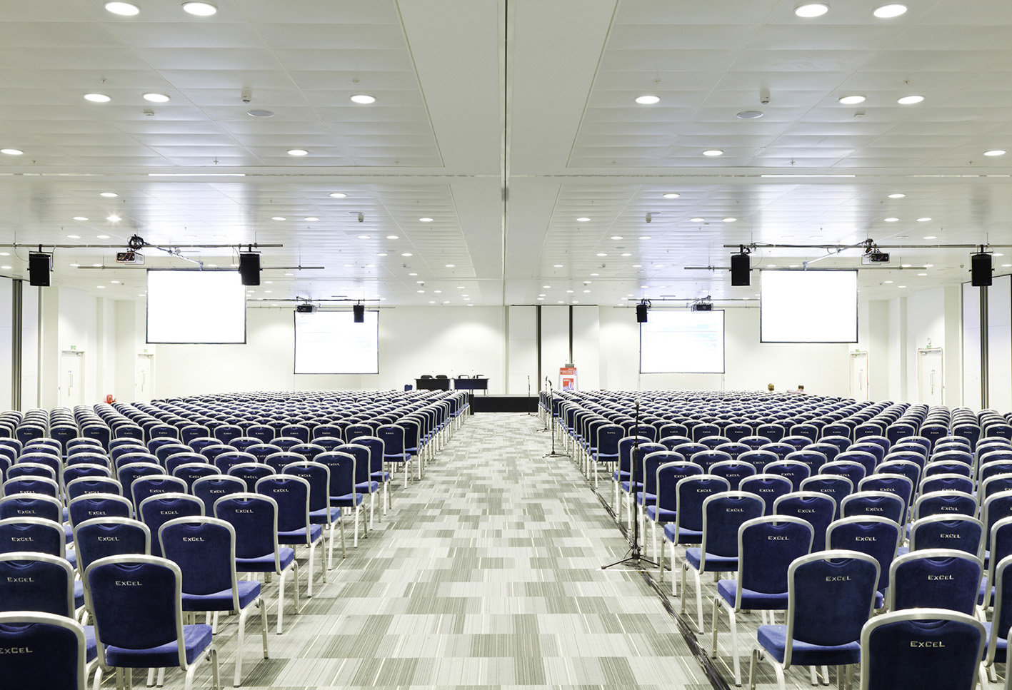 credit-excel-london-goodlight-led-lights-in-excel-open-room-sml