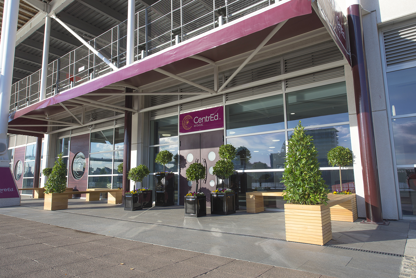 credit-excel-london-goodlight-led-lights-in-excel-outside-building-sml